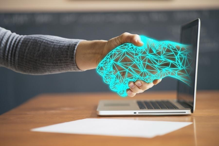 5 Ways IAs Make Use of Technology To Its Advantage